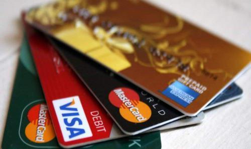 Cuộc đua phát hành thẻ visa không hồi kết của các ngân hàng