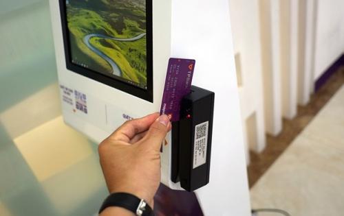 TPBank Phát hành thành công thẻ chip ATM và thẻ contactless